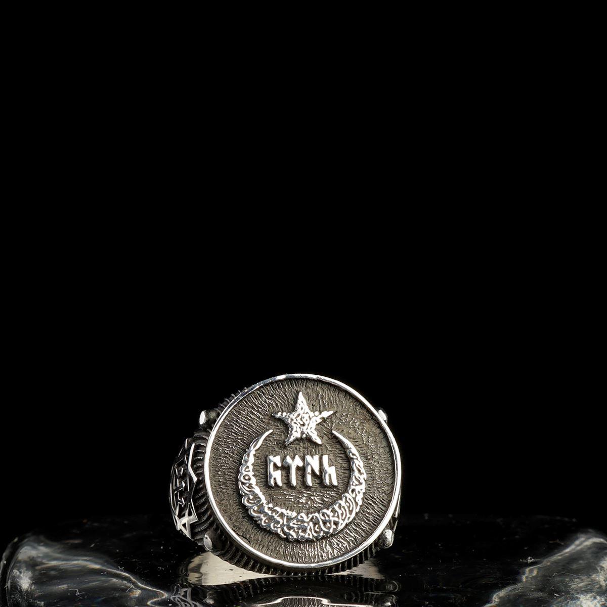 """ÖZEL TASARIM ESKİ TÜRKÇE """"TÜRK"""" YAZILI AY YILDIZ FİGÜRLÜ 925 AYAR GÜMÜŞ İŞLEMELİ YÜZÜK"""
